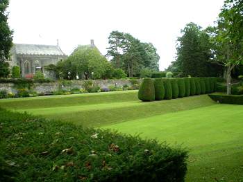 photo (42KB) : Figure 2: Dartington Hall Gardens