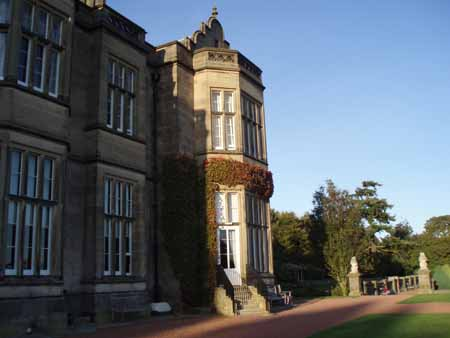 photo (38KB) : Matfen Hall, Northumberland. Photo courtesy of Dominic Tate©, SHERPA/RSP, University of Nottingham.